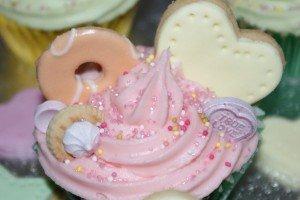 super_cute_kawaii_cupcakes_5_by_piggyspig22-d4eu9bb-300x200 cupcake dans Cuisine